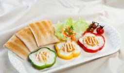 Cách làm trứng ốp la ớt chuông lạ miệng cho bữa trưa