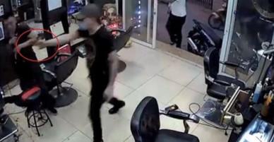 """Côn đồ đổ bộ"""" vào tiệm tóc, gây thương tích cho ông chủ"""