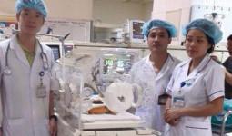 Các chuyên gia y tế: Đừng để bác sĩ Hoàng Công Lương đơn độc