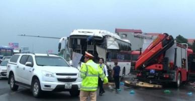Vụ xe khách đâm xe cứu hỏa: Chuyên gia giao thông nói gì?