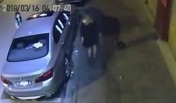 Dán đầy băng vệ sinh lên BMW giữa đêm để trả thù chủ xe