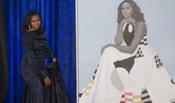 Chân dung bà Michelle được chuyển sang phòng lớn vì quá hút người xem