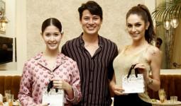 Khôi Nguyên đi ăn tối với Hoa hậu chuyển giới Brazil và Á hậu Thái Lan