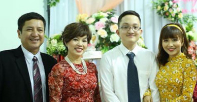 Vợ chồng Chí Trung hạnh phúc trong lễ ăn hỏi của con trai