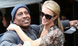 Hết quậy như xưa, Paris Hilton giờ thành cô tiên hào phóng đem tiền tặng người lạ