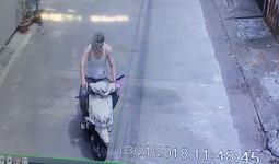 Camera an ninh ghi lại sự việc gia đình bị mất trộm 3 chiếc xe máy chỉ trong vòng 15 phút buổi trưa khiến nhiều người giật mình