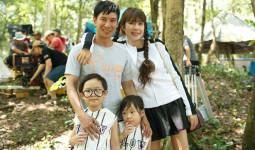 Minh Hà diện váy ngắn trẻ trung đến phim trường thăm Lý Hải