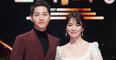 Vợ chồng Song Hye Kyo vào top sao quyền lực Hàn Quốc