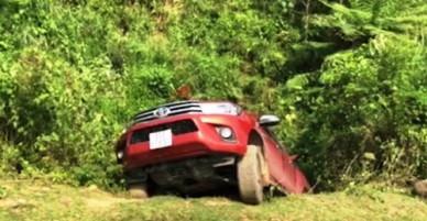 Hơn 100 cảnh sát vào rừng lùng bắt nhóm nghi can bắn chết người