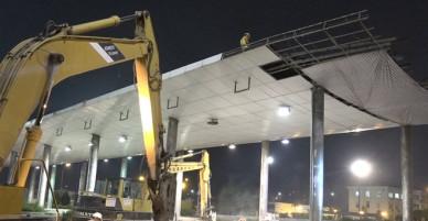 TP HCM tháo dỡ trạm thủ phí Thủ Thiêm trong đêm - VnExpress