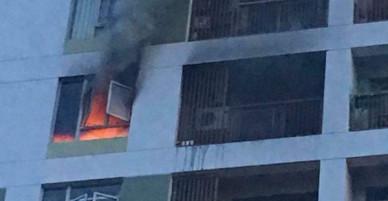 Cháy chung cư ở quận 2, khói bốc ngùn ngụt từ một căn hộ tầng 7 khiến hàng trăm người hốt hoảng tháo chạy