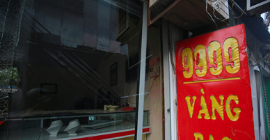 Hai thanh niên trộm vàng nhân lúc chợ ở Hà Nội cháy lớn