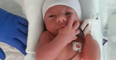 Người phụ nữ sinh con trên xe cấp cứu mới biết có thai
