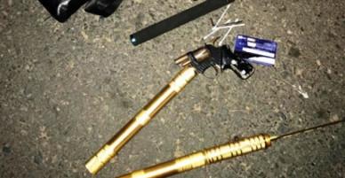 Nhiều thanh niên mang súng, ma túy trong xe taxi