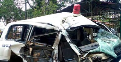 Hai người trên xe cứu thương tử vong sau tai nạn liên hoàn
