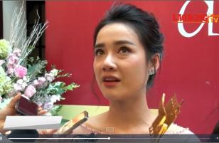 """CDV 2017: Nhã Phương đoạt giải, fan """"tá hỏa"""" khi thấy nhan sắc thần tượng """"xuống dốc không phanh"""""""