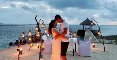 Bình Minh và bà xã ngọt ngào kỉ niệm 10 năm bên nhau tại thiên đường Maldives