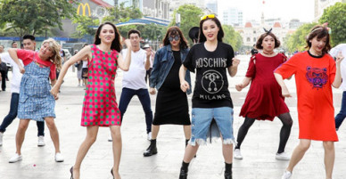 Dàn sao hot bế bụng bầu nhảy múa trên phố đi bộ Nguyễn Huệ