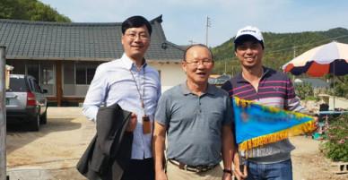 HLV Park làm hướng dẫn viên cho đoàn khách Việt ở Hàn Quốc