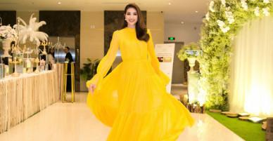 Phạm Hương tung váy tạo dáng ở sự kiện