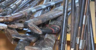 Người dân vùng biên giới giao nộp súng tự chế - VnExpress