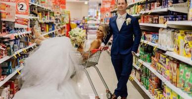 Cặp đôi vào tận siêu thị để chụp ảnh cưới, tưởng kỳ lạ nhưng đằng sau đó là một câu chuyện tình tuyệt đẹp
