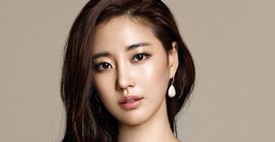 Hoa hậu Hàn Kim Sa Rang bị gãy chân khi công tác ở Italy
