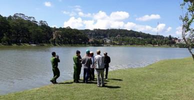 Phát hiện thi thể người đàn ông dưới hồ Xuân Hương