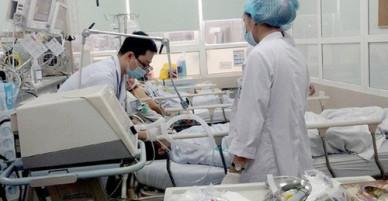 Gần 80 người nhập viện do uống nước nhiễm thuốc diệt cỏ