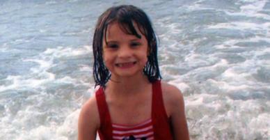 Bố mẹ lên sóng truyền hình khóc lóc tìm con gái nuôi mất tích, 3 năm sau sự thật được tiết lộ khiến công chúng bất ngờ