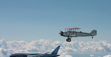 Làm thế nào để đoán được tuổi chiếc máy bay đang chở bạn?