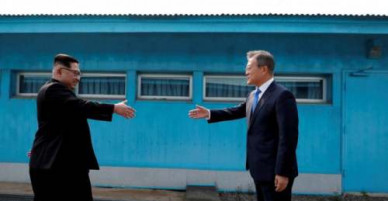 Bí mật trong đôi giày của ông Kim Jong-un khi gặp Tổng thống Hàn Quốc