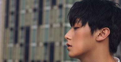 Rocker Nguyễn chơi sang đặt tên Instagram Ác Nguyệt Đảm Phong, nhưng search Google toàn ra... kết quả thông tin phụ khoa?