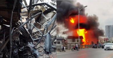 Ảnh: Hiện trường lửa thiêu rụi cơ sở kinh doanh gas sát cầu Vĩnh Tuy