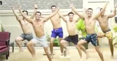 Clip: 6 thanh niên nhảy cover BBoom BBoom gây sốt MXH vì lầy không để đâu cho hết