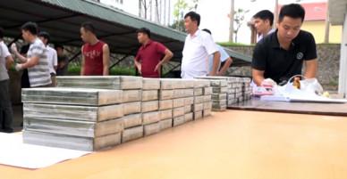 329 bánh heroin giấu quanh xe bán tải trên đường ra biên giới - VnExpress
