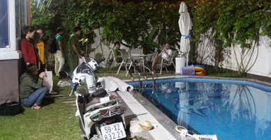 Ngã xuống bể bơi gia đình trong khu dân cư cao cấp, một phụ nữ tử vong