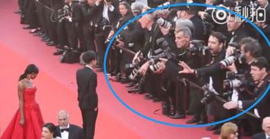 Lần đầu đến Cannes, Hoàng Tử Thao bị phóng viên quốc tế xua đuổi phũ phàng vì đứng chắn mỹ nhân khác