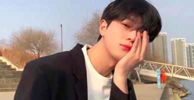 Chàng trai Hàn Quốc này sẽ khiến bạn phải thốt lên: Đẹp như tranh hoá ra là có thật!