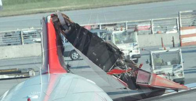 Phút tận số của hành khách ngồi trên phi cơ bị đâm gãy đuôi