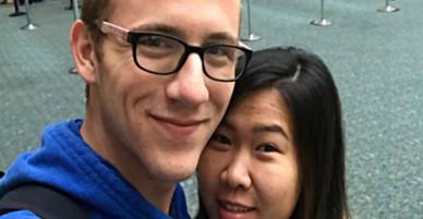 Anh phi công Mỹ trúng sét ái tình với cô y tá Việt