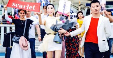 Hoa hậu Trung Quốc cố tình ngã trào ngực tại Cannes được chào đón không kém gì Phạm Băng Băng