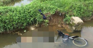 Đi thăm đồng, nữ trưởng thôn phát hiện thi thể nam thanh niên cạnh xe máy dưới mương