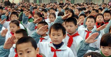 Cậu bé Trung Quốc gây sốc với quan niệm 'có tiền thì có tất cả'