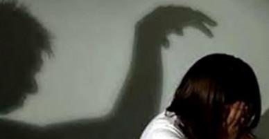 Bé gái ở miền Tây nhiều lần bị gã hàng xóm cưỡng bức