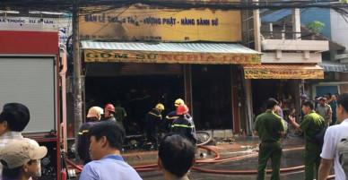 Cháy lớn tại cửa hàng đồ gốm ở Sài Gòn, nhiều tài sản bị thiêu rụi