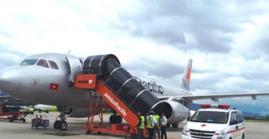 Máy bay đi Đà Lạt hạ cánh khẩn cấp để cứu hành khách ngất xỉu
