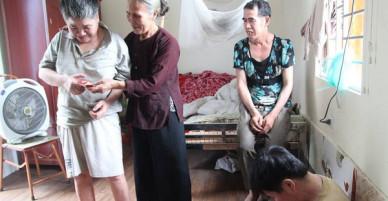Cuộc sống của người mẹ 79 tuổi nuôi 6 đứa con tâm thần ở Phú Thọ giờ ra sao?