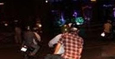 Ba thanh niên xô ngã người đi đường, cướp xe máy trong đêm