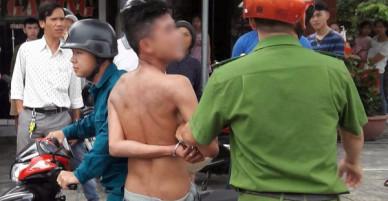 Nam thanh niên nghi ngáo đá xông vào quán game tấn công người